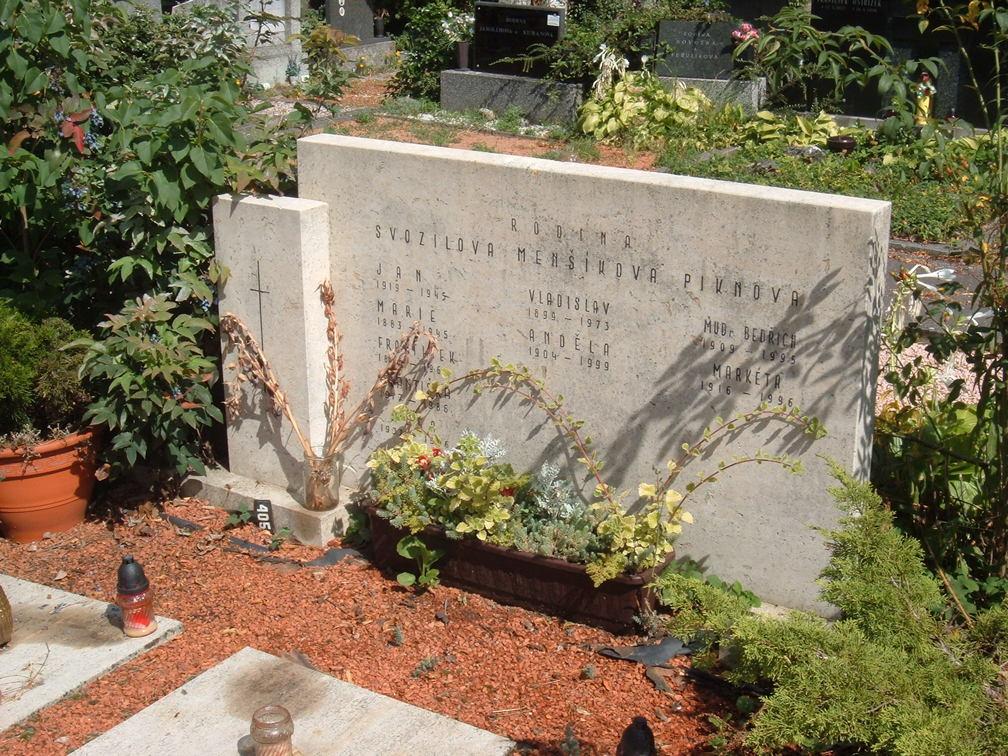 Hrobka rodiny Svozilových, Menšíkových